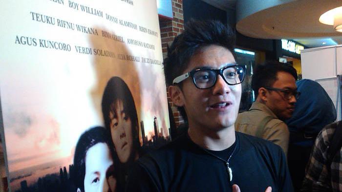 Aktor sekaligus presenter Boy William, ketika ditemui usai press screening film Di Balik 98, di Djakarta Theater, MH. Thamrin, Jakarta Pusat, Rabu (7/1/2015).