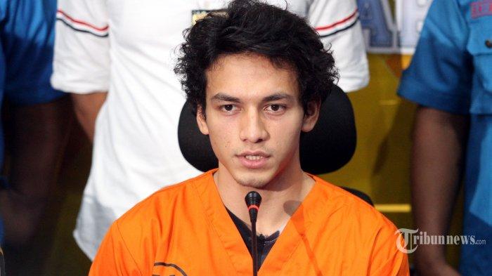 Aktor Jefri Nichol menjawab pertanyaan awak media saat kasusnya dirilis di Polres Jakarta Selatan, Rabu (24/7/2019). Polisi menetapkan Jefri Nichol sebagai tersangka terkait kepemilikan narkoba jenis ganja. Warta Kota/Feri Setiawan