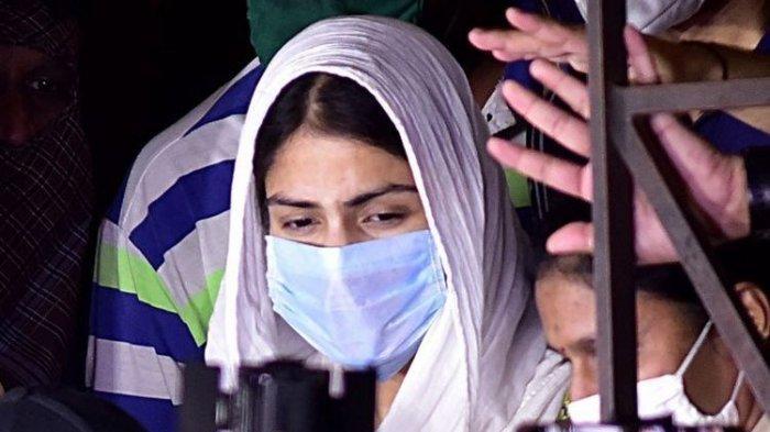 Rhea Chakraborty Jadi Tersangka Usai Beli Narkoba untuk Sushant Singh, Polisi Temukan Bukti Ini