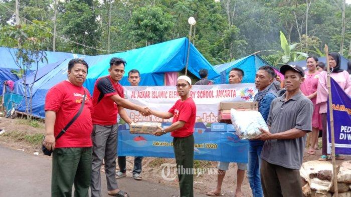 SDI Al Azkar Berikan Bantuan Kepada Korban Banjir