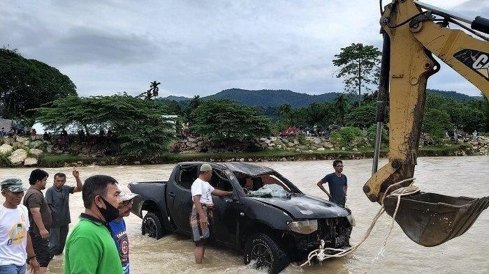 Dramatis, Empat Orang Dalam Mobil yang Terseret Arus Sungai Krueng Beukah Dselamatkan