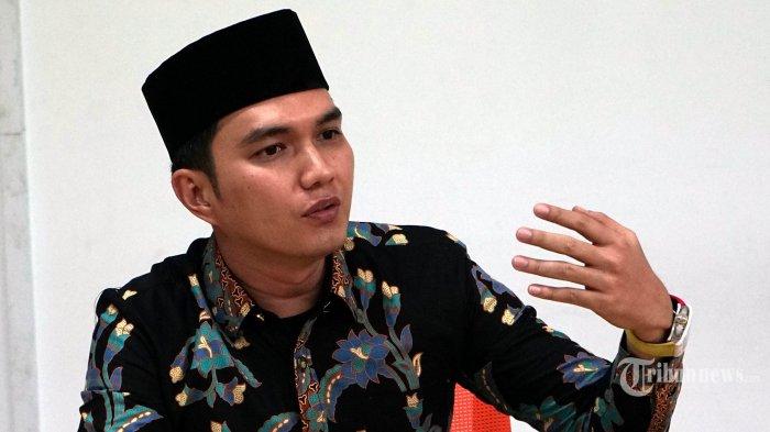 Artis yang maju sebagai calon Gubernur Sumatera Barat periode 2020-2025, Aldiansyah Taher, berbincang dengan redaksi Tribunnews.com di Palmerah, Jakarta, Jumat (22/11/2019). TRIBUNNEWS/DANY PERMANA