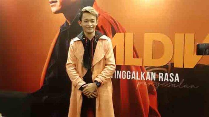 Industri musik Indonesia kehadiran lagi penyanyi pendatang baru bertalenta bernama Aldiv. Aldiv meluncurkan single perdananya yang bertajuk 'Tinggalkan Rasa'