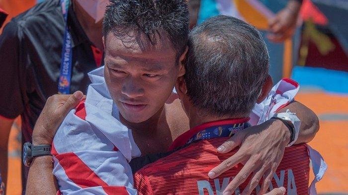 Alexander Damanik Persembahkan Medali Emas Selam Laut Nomor Finswimming Bagi Kontingen DKI Jakarta