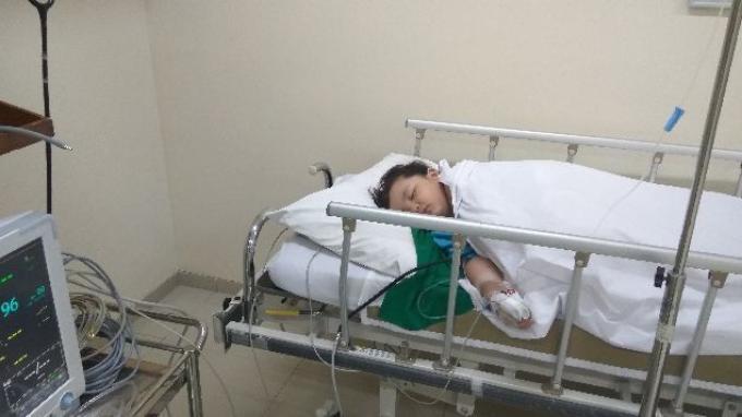Bantu Zayn Bergerak Aktif, Myelomeningocele Membuat Tubuh Bocah Tiga Tahun Ini Lemas Berbaring