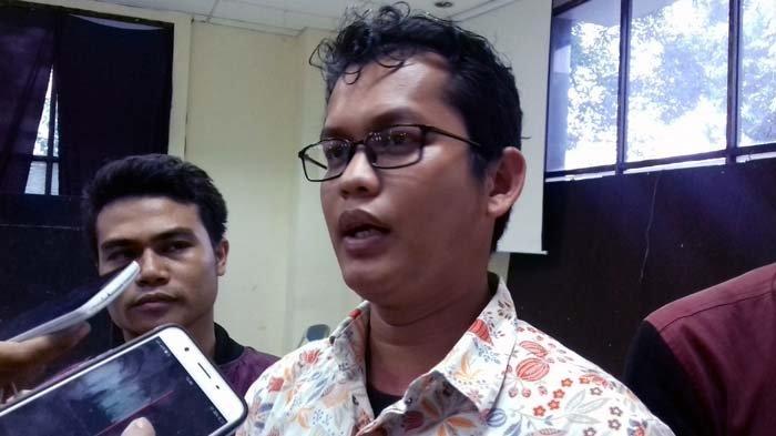 Direktur Lembaga Bantuan Hukum (LBH) Jakarta Alghiffari Aqsa saat ditemui di Gedung LBH-YLBHI, Jalan Diponegoro, Menteng, Jakarta Pusat, Minggu (24/9/2017).