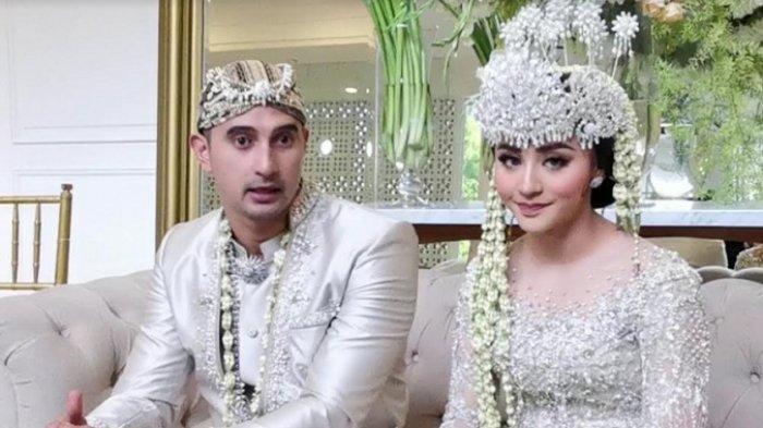Ali Syakieb dan istrinya Margin Wieheerm. Mereka resmi menikah pada Sabtu, (6/2/2021).
