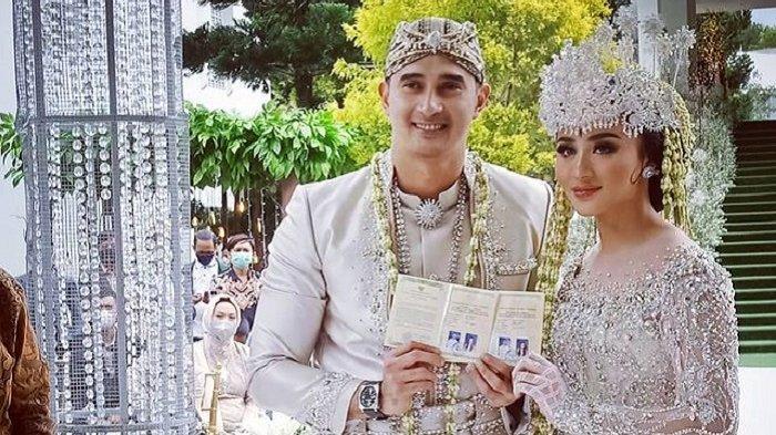 Ali Syakieb dan Margin pamer buku nikah