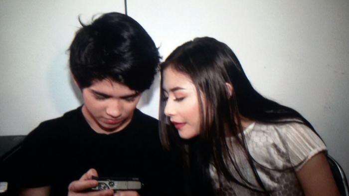 Setelah kejadian tersebarnya video Prilly Latuconsina menghina keluarga Aliando Syarief berlalu, kini keduanya kembali akrab.