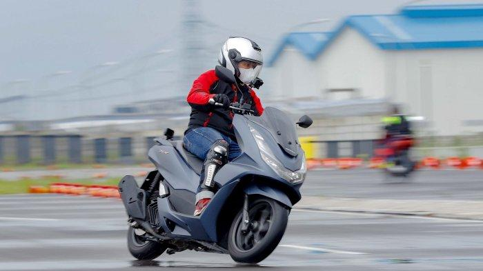 All New Honda PCX Sabet Bike of The Year di Otomotif Award 2021