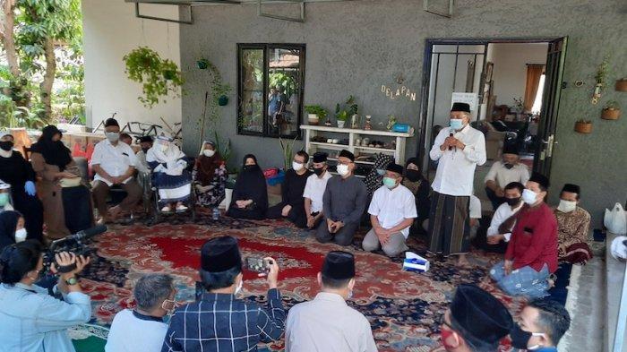 Suasana rumah duka almarhum KH Hasyim Wahid Bin Abdul Wahid Hasyim (Gus Im) sekaligus adik kandung Presiden RI ke-4 Abdurahman Wahid (Gus Dur) di Ciganjur, Jakarta Selatan, Sabtu (1/8/2020).