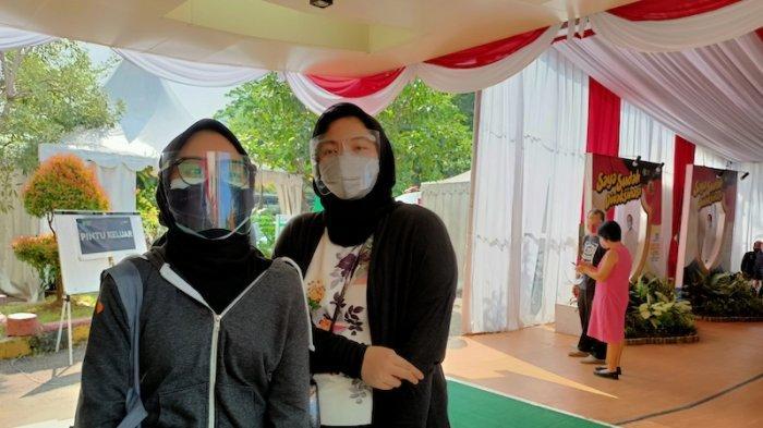 Alya dan Safa merupakan warga DKI Jakarta yang akan menerima vaksin pfizer dosis 1 diBalai Besar Pelatihan Kesehatan (BBPSDM)Kemenkes. Kamis (26/8/2021).