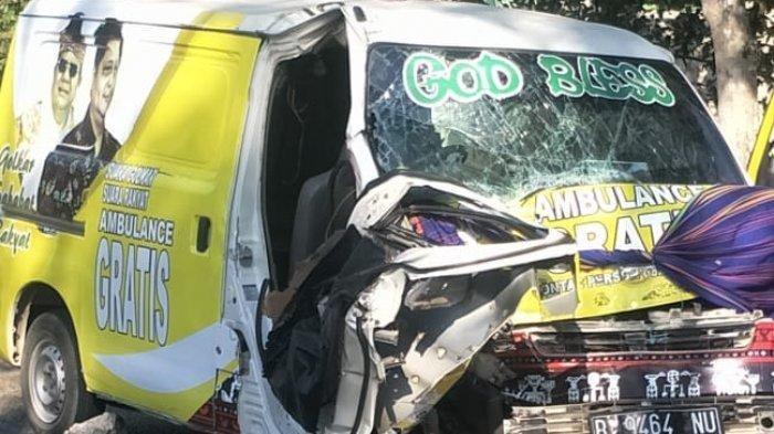 Mobil Ambulans Partai Bawa Dua Jenazah Tabrakan dengan Barracuda