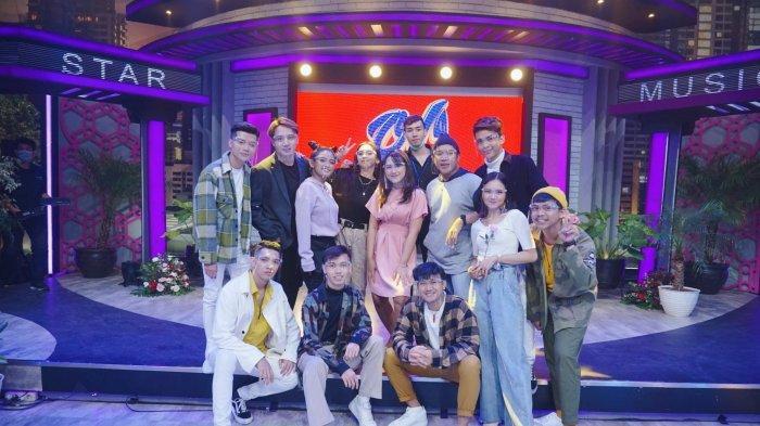 Kelompok dance asal Yogyakarta, 'Ambyar People' saat menjadi bintang tamu di acara Opera Van Java Trans 7