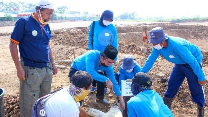 AMG Distribusikan 59 Hewan Kurban ke Warga Teluk Jambe, Karawang