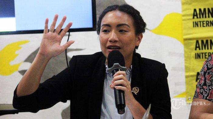 Komisi VIII DPR RI Fraksi Gerindra Rahayu Saraswati Djojohadikusumo sedang memberikan keterangan di Kantor Amnesty Internasional Indonesia, Jakarta, Rabu (10/04/2019). Acara tersebut merilis hasil fakta dan data laporan global hukuman dan eksekusi mati 2018 yang didalamnya juga merekam situasi penerapan hukuman mati di Indonesia sepanjang tahun tersebut. TRIBUNNEWS/MUHAMMAD FADHLULLAH