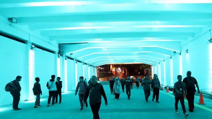 Terowongan indah buat pejalan kaki yang menghubungkan Stasiun Sudirman dengan Stasiun BNI City Jakarta.