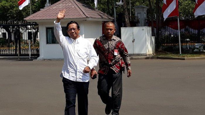 Mantan Ketua MK Mahfud MD tiba di Istana Presiden Jakarta, Senin (21/10/2019) jelang pengumuman nama-nama menteri oleh Jokowi. Mahfud disebut-sebut calon menteri.