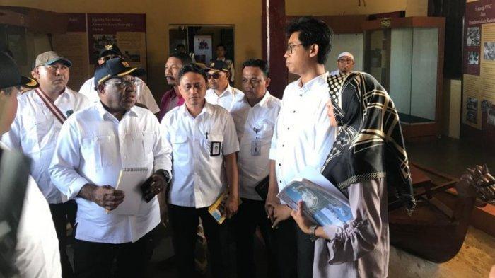 Wakil Menteri Pekerjaan Umum dan Perumahan Rakyat (PUPR), John Wempi Wetipo meninjau proyek infrastruktur di Kota Ternate, Maluku Utara, Senin (27/1/2020).