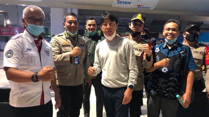 Shin Tae-yong saat tiba di Jakarta, Selasa (22/7/2020) malam