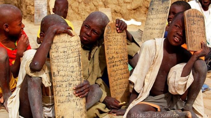 Anak-anak di Mali, Afrika Barat tengah belajar membaca Al-Quran