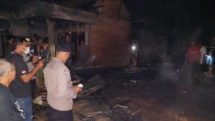 Rumah Dibakar oleh Anaknya yang Mengidap Gangguan Jiwa, Pria Berusia 84 Tahun di Merangin Histeris