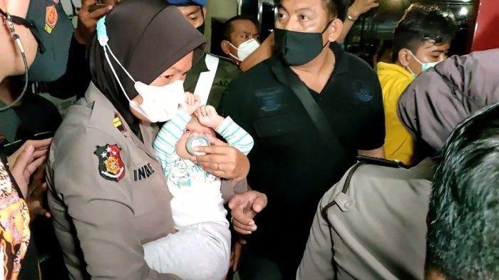 Anak prajurit TNI Kodam Jaya saat didampingi unit PPA Polres Indramayu d