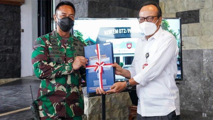 KSAD Andika Perkasa Terima Sertifikat Tanah Daerah Latihan TNI AD di Urut Sewu Kebumen
