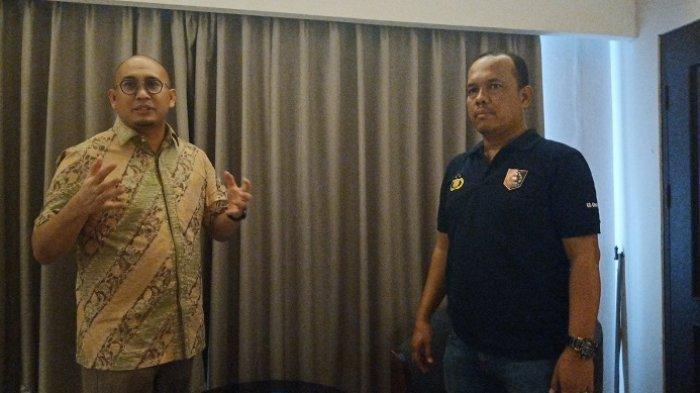Anggota DPR RI Andre Rosiade bersama pihak kepolisian dari Polda Sumbar saat menggerebek wanita yang terlibat prostitusi online di Padang, Minggu (26/1/2020).