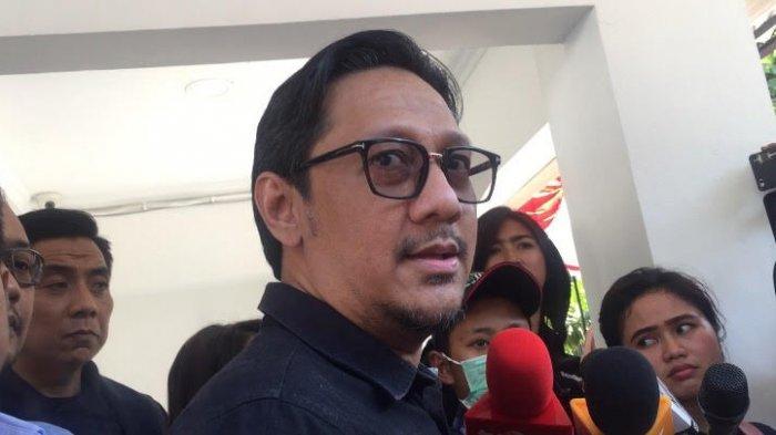 Andre Taulany usai menjenguk Nunung di Direktorat Reserse Narkoba Polda Metro Jaya, Selasa (22/7/2019). (TRIBUNNEWS.COM/NURUL HANNA)