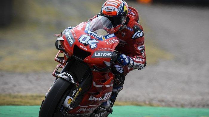 Pembalap tim Mission Winnow Ducati, Andrea Dovizioso tampak menggunakan motor Desmosedici Ducati dengan aero-fairing baru