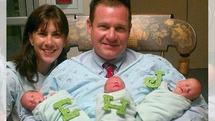 Sulit Punya Anak, Pasangan Ini Adopsi Bayi Kembar 3, tapi Tuhan Beri Kejutan Lain 2 Bulan Kemudian