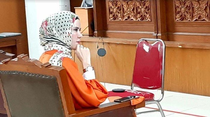 Angel Lelga jadi saksi di persidangan kasus pencemaran nama baik dengan terdakwa Vicky Prasetyo, di Pengadilan Negeri Jakarta Selatan, Rabu (19/8/2020).