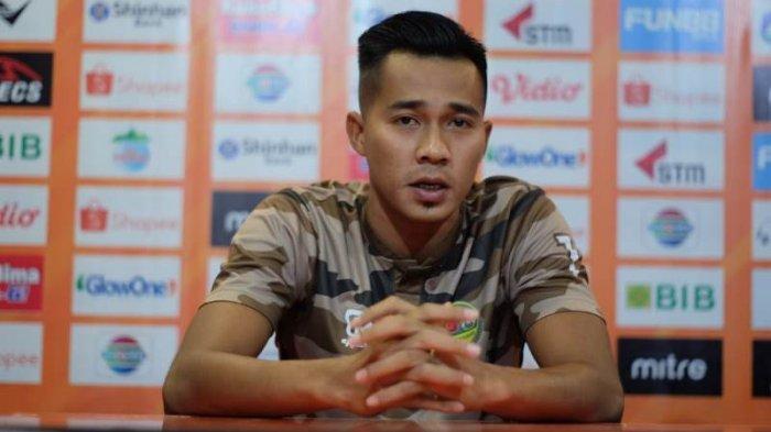 Angga Saputra dalam sesi konferensi pers