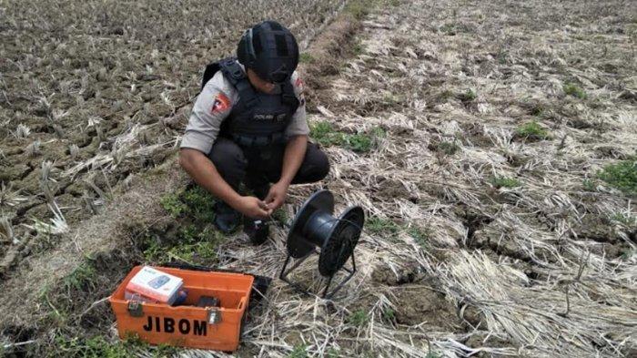 Polisi Musnahkan Ranjau yang Ditemukan Penambang Pasir di Kebumen
