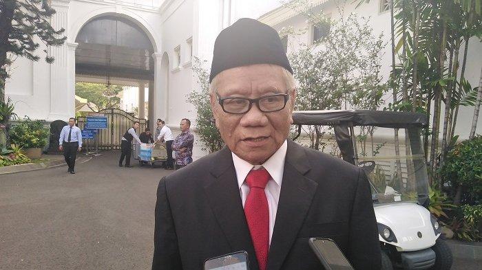 Anggota Dewan Pengawas Komisi Pemberantasan Korupsi (KPK) Harjono di komplek Istana Kepresidenan, Jakarta, Jumat (20/12/2019).