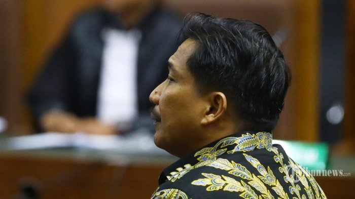 Terdakwa kasus dugaan suap dan gratifikasi Bowo Sidik Pangarso menjalani sidang dengan agenda dakwaan di Pengadilan Tipikor, Jakarta, Rabu (14/8/2019). Anggota DPR Fraksi Golkar tersebut didakwa atas dugaan menerima suap sebanyak Rp2,6 miliar berkaitan dengan PT Humpuss Transportasi Kimia (HTK) untuk membantu mendapatkan kerja sama pekerjaan pengangkutan atau sewa kapal dengan PT Pupuk Indonesia Logistik (PT Pilog). TRIBUNNEWS/IRWAN RISMAWAN