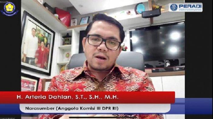 Arteria Dahlan Nilai Implementasi Amanat UU Advokat Belum Berjalan Optimal