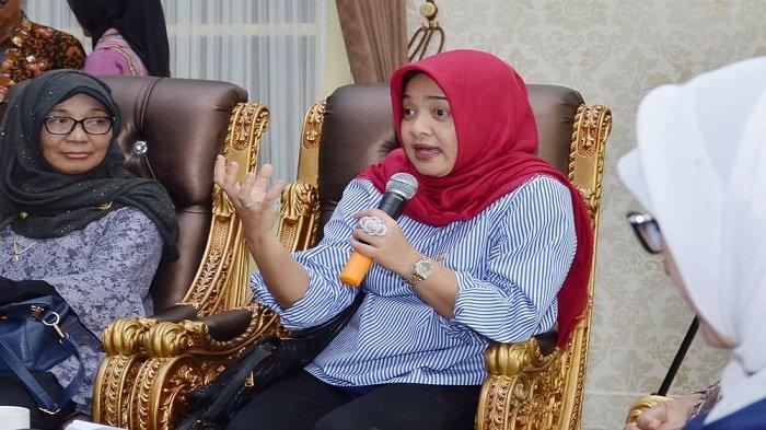 Anggota Komisi IX DPR Dewi Aryani menegaskan, saat inilah waktunya pemerintah benar-benar serius membantu Bupati Indramayu untuk mewujudkan Desa Migran Produktif (Desmigratif).