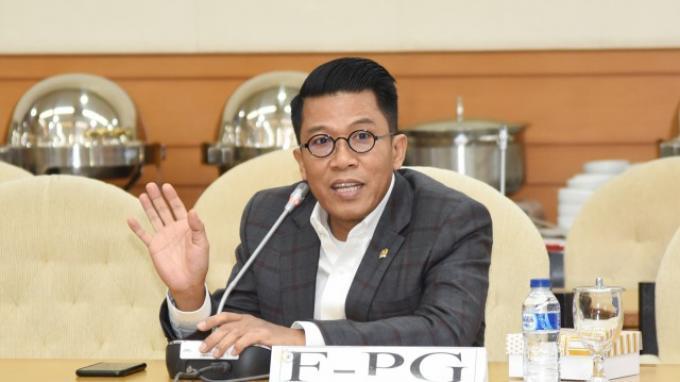 Anggota Komisi XI DPR Mukhamad Misbakhun menilai Menteri Keuangan Sri Mulyani Indrawati telah mencoreng citra pemerintahan Presiden Joko Widodo (Jokowi) yang sangat peduli rakyat kecil. Hal tersebut disampaikan Misbakhun menyikapi polemik rencana pengenaan pajak pertambahan nilai (PPN) sembako dan sektor pendidikan.