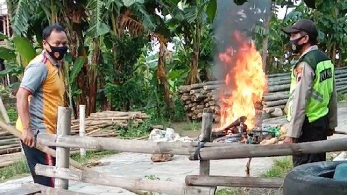 Nekat Bobol Kotak Amal Masjid, Sepeda Motor Pria 21 Tahun Ini Hangus Dibakar Warga