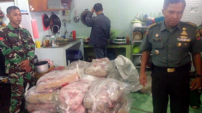 Rumah Anggota TNI Digeledah Diduga Timbun Daging Ilegal