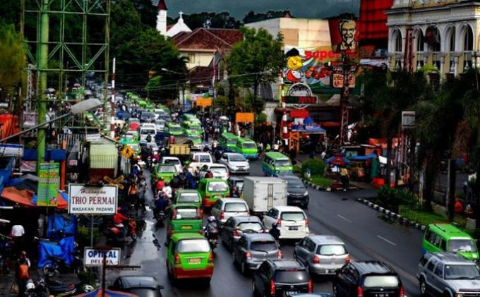 Petugas DLLAJ Bogor Ini Tertangkap Basah Pungli Sopir Truk Rp 10.000