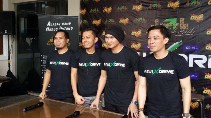 Anji dan Band Drive akan saat konfrensi pers konser esok lebih baik dikawasan Cilandak, Jakarta Selatan, Kamis (31/1/2019).