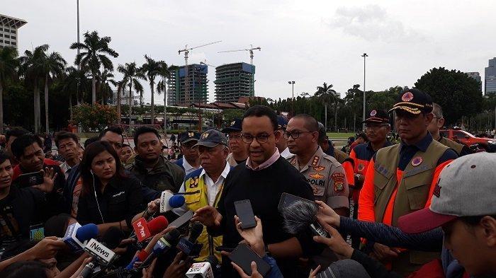 Gubernur DKI Jakarta Anies Baswedan bersama Menteri PUPR Basuki Hadimuljono dan Kepala BNPB Doni Monardo di Monas, Jakarta Pusat, Rabu (1/1/2020).