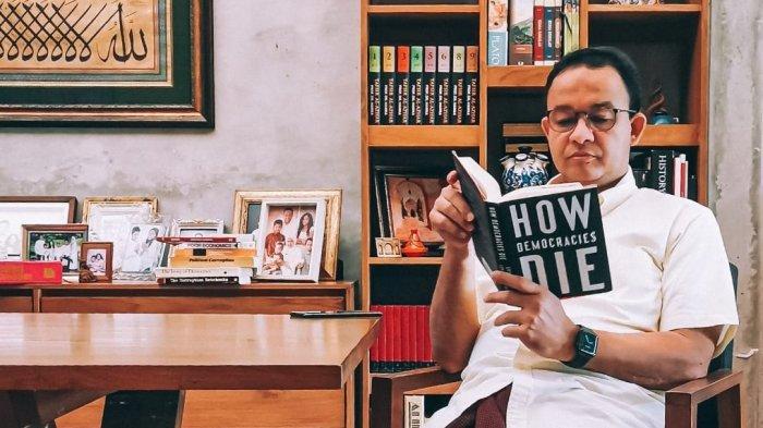 Setelah Banjir Komentar Karena Baca Buku, Anies Baswedan Raih Penghargaan dari KIP dan LKPP