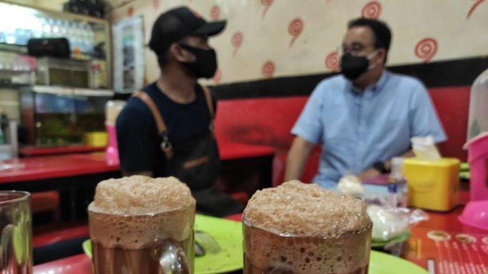 Menu teh tarik di warung Mie Aceh yang disambangi Anies Baswedan.