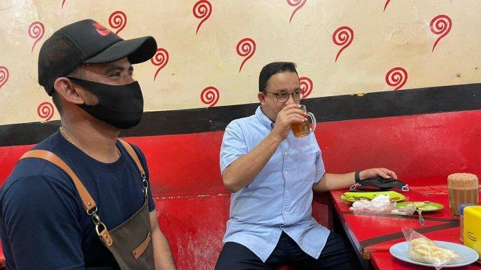 Gubernur DKI Jakarta, Anies Baswedan, membagikan sejumlah foto saat santap kuliner di sebuah warung Mie Aceh di Jalan Ampera Raya, Jumat (19/3/2021) malam.