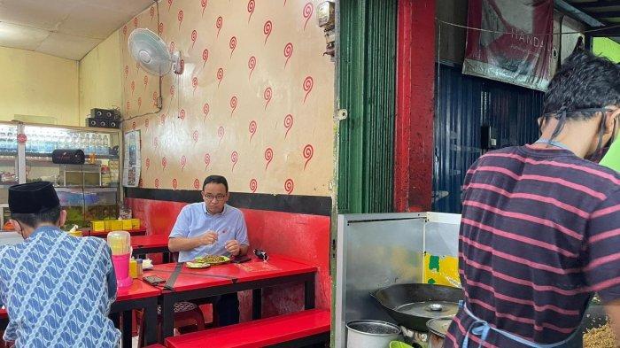 Potret Anies Baswedan Mampir Santap Kuliner Mie Aceh di Warung Sederhana, Beri Review dan Apresiasi