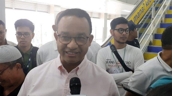 Gubernur DKI Jakarta Anies Baswedan didampingi Direktur PT MRT Jakarta William Sabandar meresmikan ruang baca buku di Stasiun  MRT Bundaran Hotel Indonesia (HI) dan Stasiun MRT Lebak Bulus, Minggu (8/9/2019) pagi.
